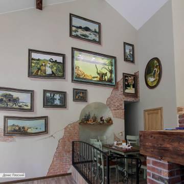 Картины нарисованы вместе с рамами на стене