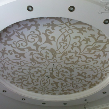 Трафаретная роспись потолка