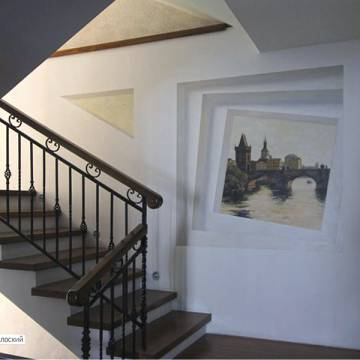 Виды Праги • оформление стен лестничного пролета