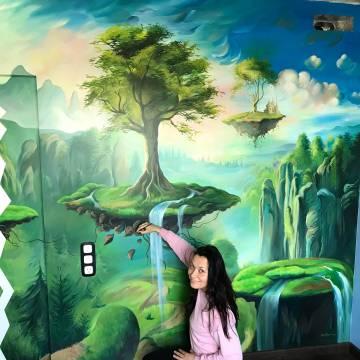 Рисунок дерева в детской комнате