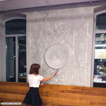 Орнамент из гипса на стене - ресторан в Москве